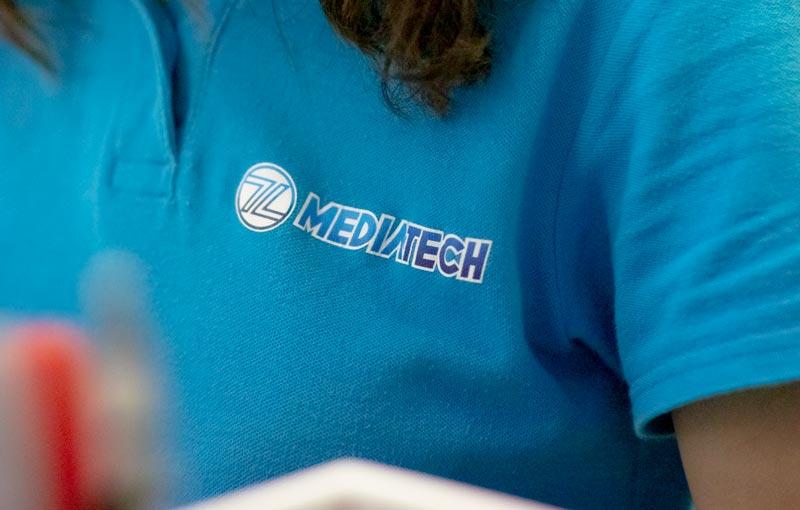 Mediatech uniforme con dipendente
